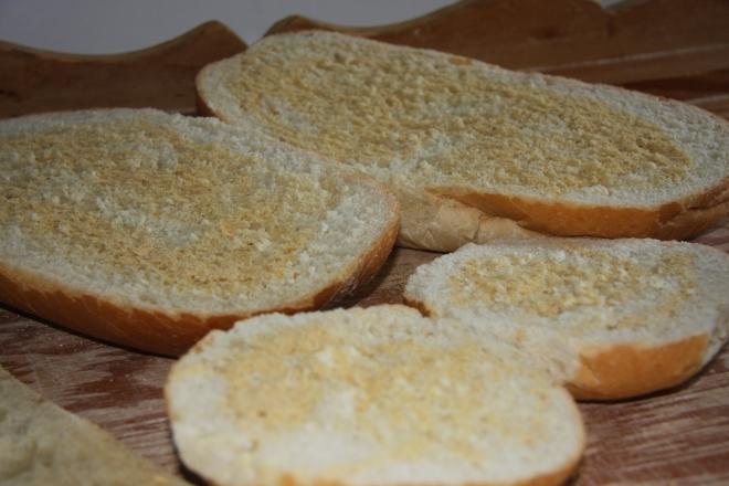 Garlic Bread In 3 Easy Ways 010